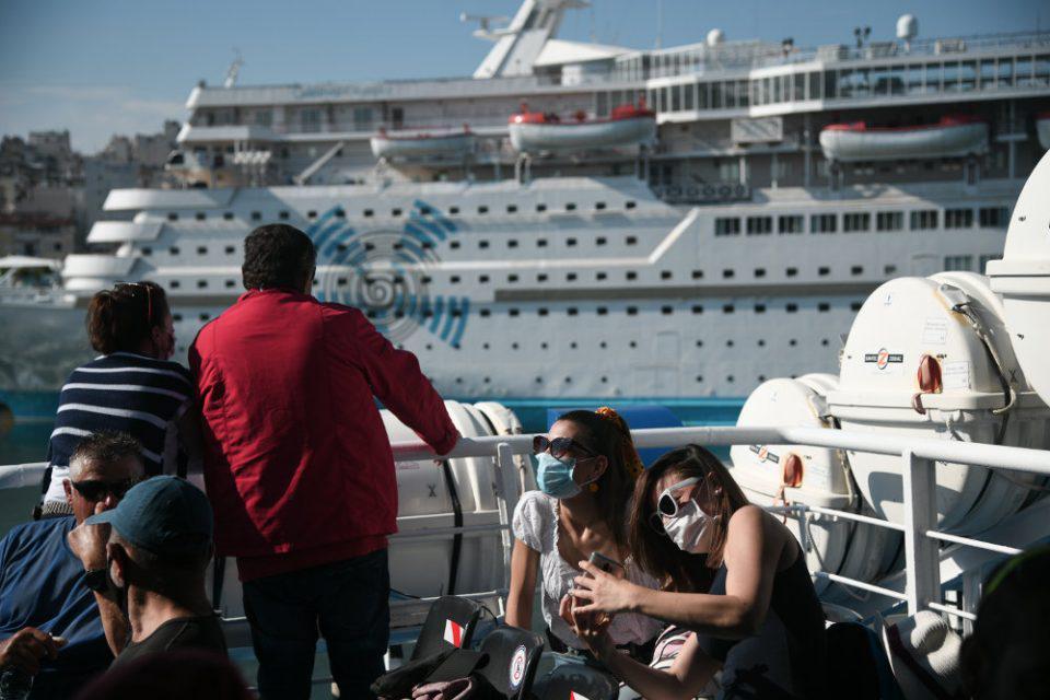 Κορωνοϊός: Μάσκες παντού αλλά και αύξηση της πληρότητας στα πλοία - Τι αποκάλυψε ο Γιάννης Πλακιωτάκης