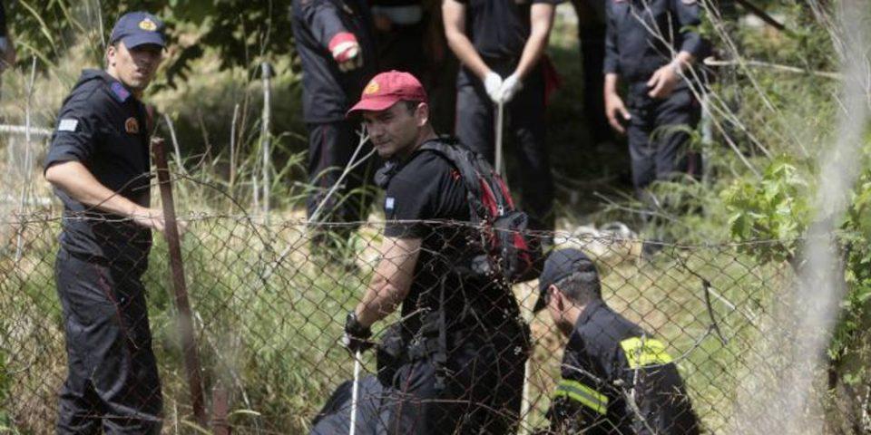 Θρίλερ με τους τρεις νεκρούς σε φρεάτιο στη Βαρυμπόμπη: Το κυνήγι θησαυρού και τα σενάρια που εξετάζουν οι Αρχές