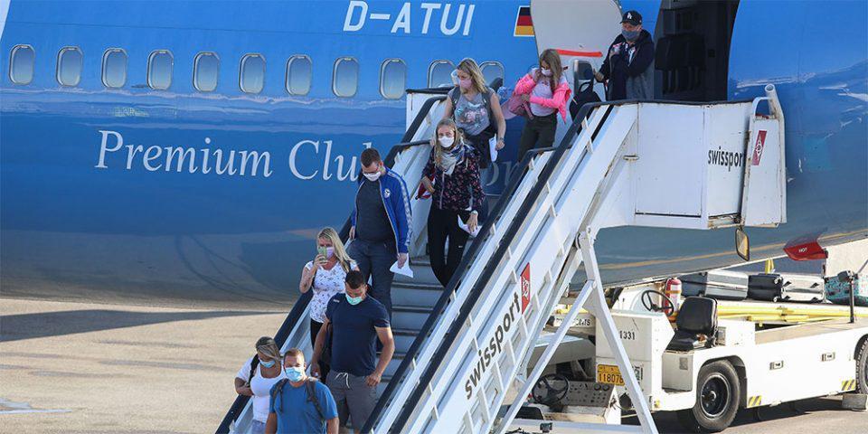 Σε επιφυλακή οι Αρχές: Κρούσμα κορωνοϊού σε τουρίστρια στην Κρήτη - Κινητοποίηση και στη Ραφήνα