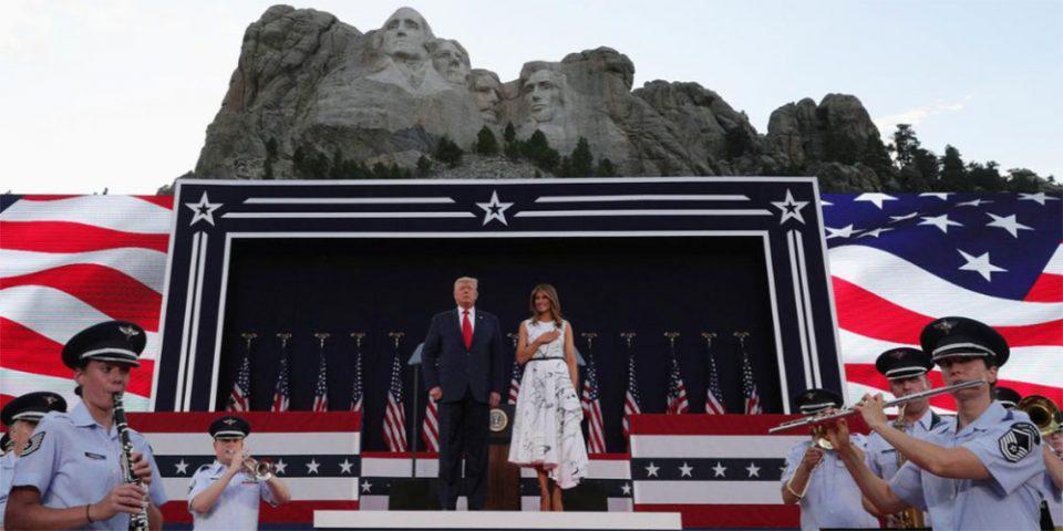 Φιέστα Τραμπ στο όρος Ράμσορ για την 4η Ιουλίου: Μιλά για μια «σπουδαία» Αμερική την ώρα που ο κορωνοϊός «καλπάζει»