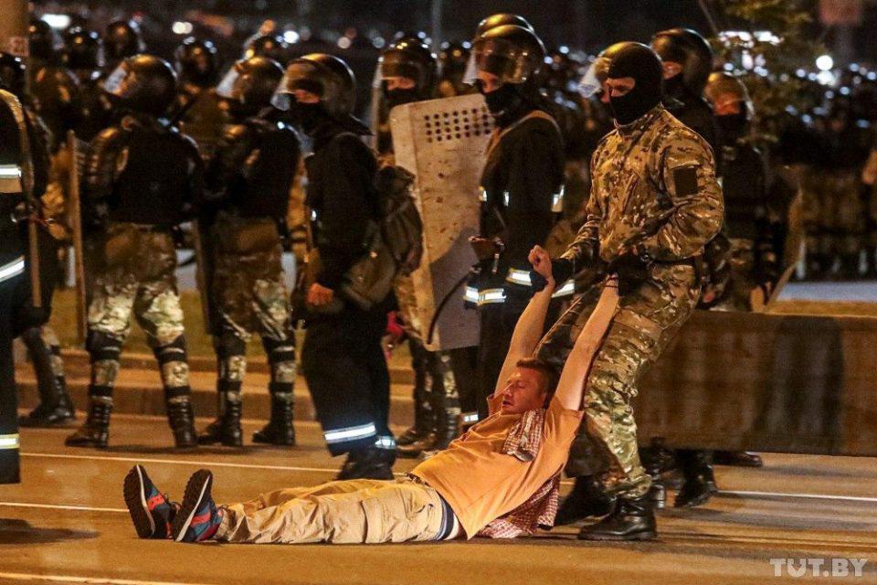 Λευκορωσία: Ένας νεκρός, δεκάδες τραυματίες σε συγκρούσεις μετά το αποτέλεσμα των εκλογών