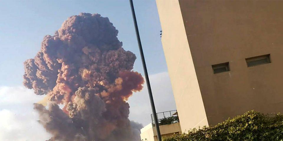 Εικόνες απόλυτης καταστροφής στη Βηρυτό: Πάνω από 100 οι νεκροί - Ξεχασμένοι για 6 χρόνια οι τόνοι νιτρικού αμμωνίου που εξερράγησαν