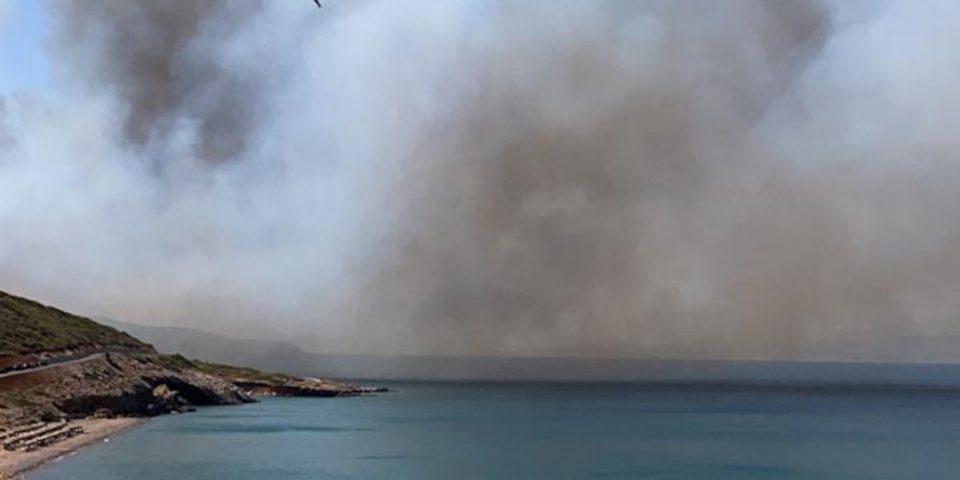 Μεγάλη πυρκαγιά κοντά σε σπίτια στην περιοχή της Αγίας Πελαγίας στα Κύθηρα