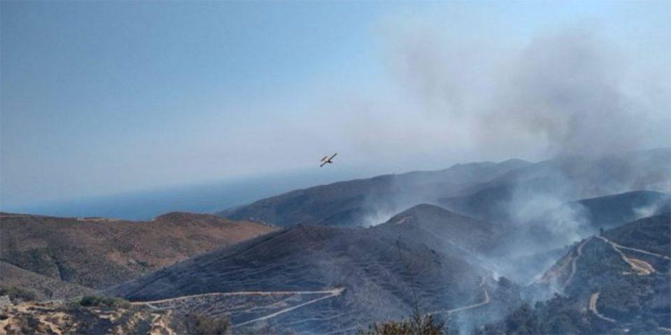 Μαίνεται η φωτιά στα Χανιά – Ολονύχτια μάχη με τις φλόγες
