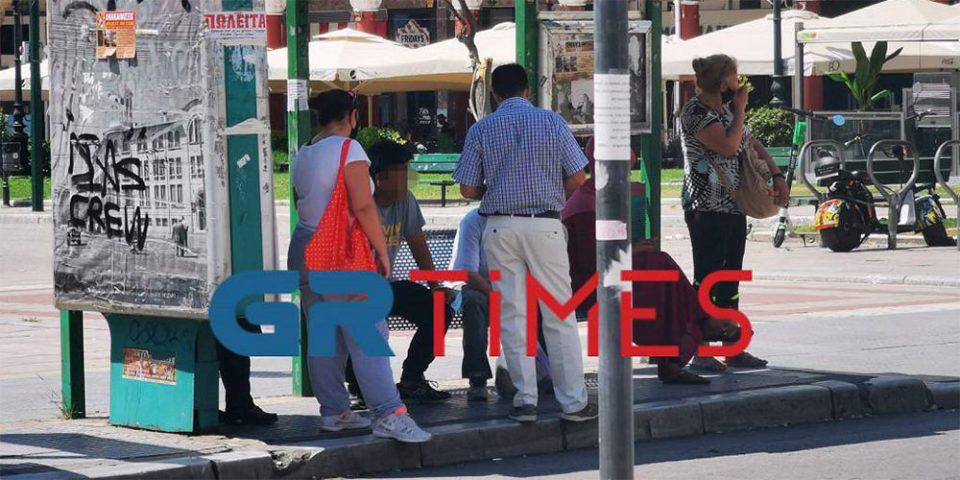 Θεσσαλονίκη: Του έκοψαν πρόστιμο επειδή δεν φορούσε μάσκα σε στάση λεωφορείου!