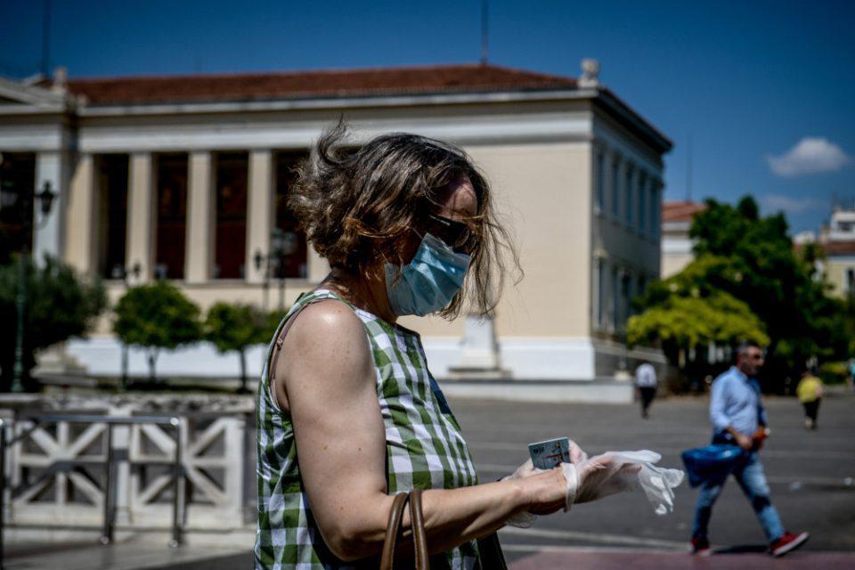 Κορονοϊός: Οι οδηγίες των ειδικών για τη χρήση της μάσκας