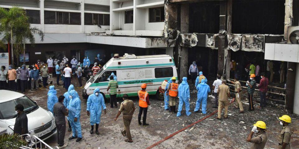 Ινδία: Τουλάχιστον 10 νεκροί από την πυρκαγιά σε ξενοδοχείο φιλοξενίας ασθενών με κορωνοϊό