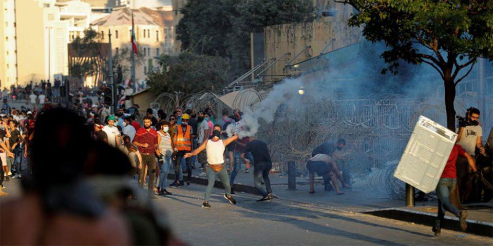 Οργή λαού στον Λίβανο: Νέες συγκρούσεις διαδηλωτών με τις δυνάμεις ασφαλείας - Φωτιά στο κοινοβούλιο
