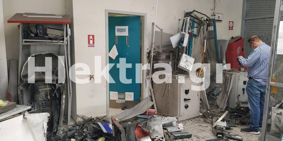 Κόρινθος: «Ξήλωσαν» τέσσερα ΑΤΜ και άφησαν πίσω τους «βομβαρδισμένο» τοπίο