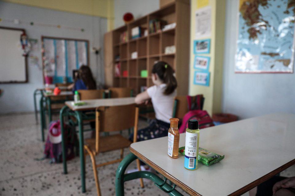 Κορωνοϊός - Λουρίδα: Δύσκολο να ανοίξουν τα σχολεία την 1η Δεκεμβρίου