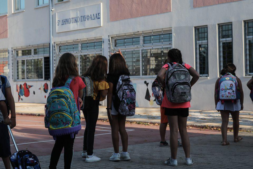 Κορωνοϊός: Έκτακτες ανακοινώσεις από τη Κεραμέως για τα δημοτικά σχολεία - Πάμε για λουκέτο