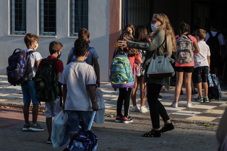 Σχολεία: Ανοίγουν σήμερα δημοτικά και νηπιαγωγεία - Όλα τα μέτρα για την επιστροφή