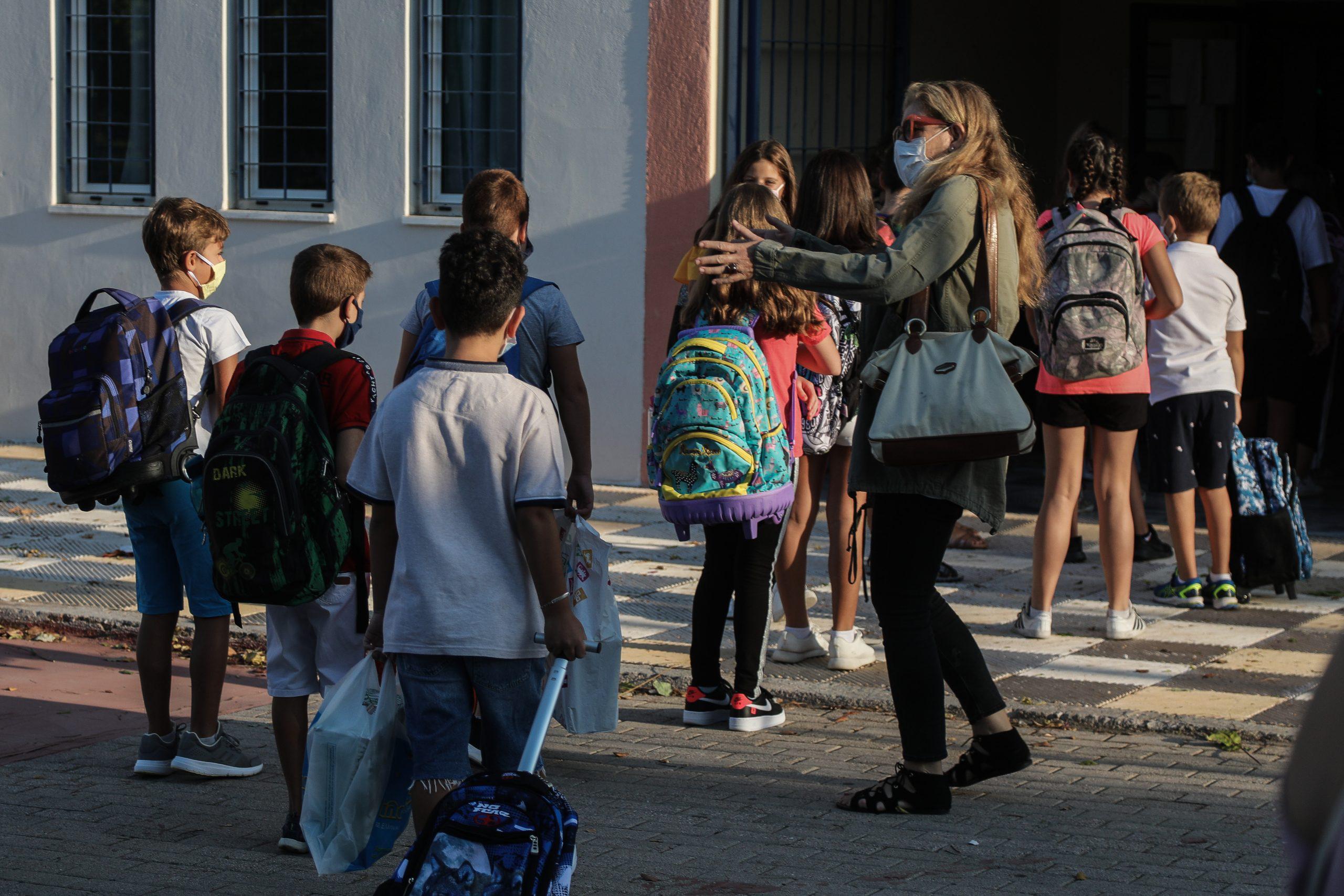 Κορωνοϊός - Κεραμέως: Δεν έχουμε εισήγηση για κλείσιμο δημοτικών