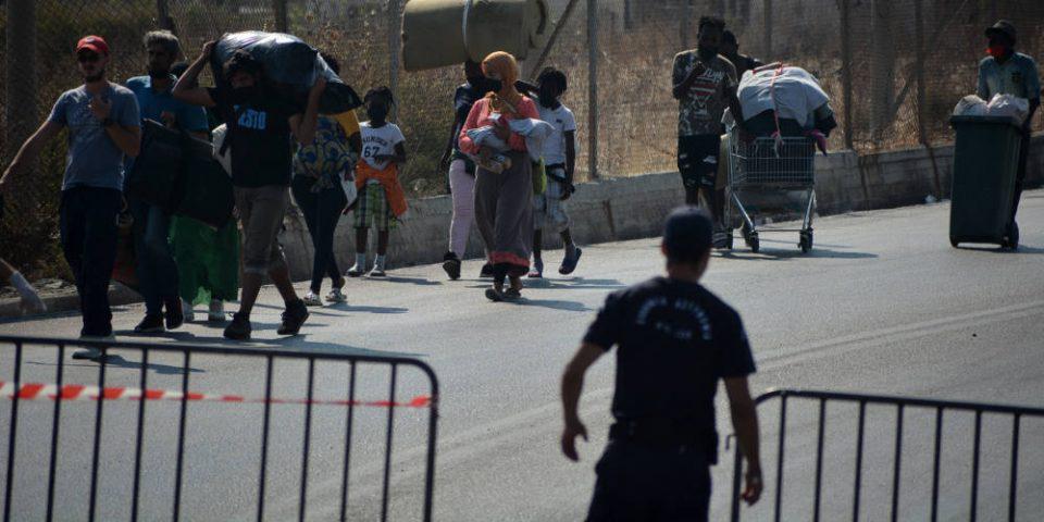 Λέσβος: Σε εξέλιξη αστυνομική επιχείρηση για τη μεταφορά προσφύγων στο Καρά Τεπέ