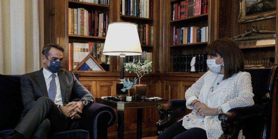 Τι προβλέπει το Σύνταγμα αν ο κορωνοϊός «χτυπήσει» την Ελληνική Κυβέρνηση - Ποιος παίρνει την διακυβέρνηση