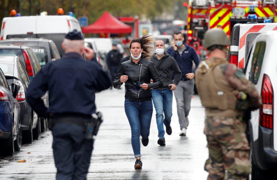 Παρίσι: Eπίθεση με ματσέτα έξω από το Charlie Hebdo - Συνελήφθη ένας ύποπτος – Δυο σοβαρά τραυματίες