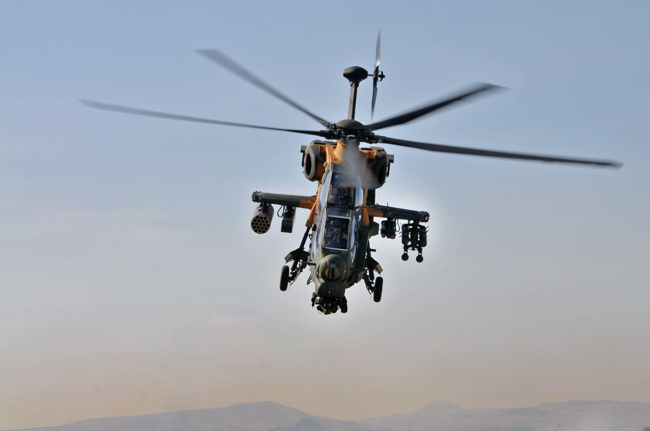 Ελικόπτερα πάνω από το Αιγαίο: Το απόλυτο κρας τεστ των ελληνικών ΑΗ-64D με τα τουρκικά T-129B