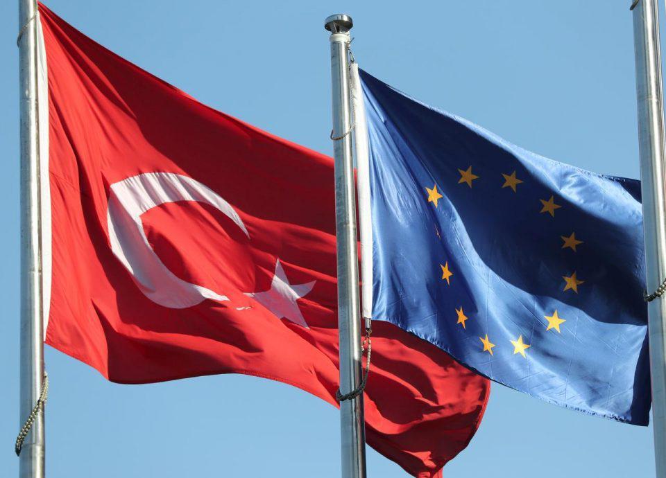 Όχι σε τελωνειακή ένωση της ΕΕ με την Τουρκία όσο ο Ερντογάν συνεχίζει την «αυταρχική εκτροπή»