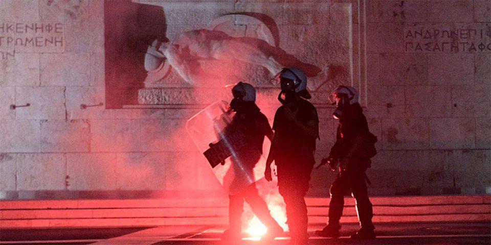 Πορεία στην Αθήνα για τη Μόρια: Μικροένταση έξω από τη Βουλή