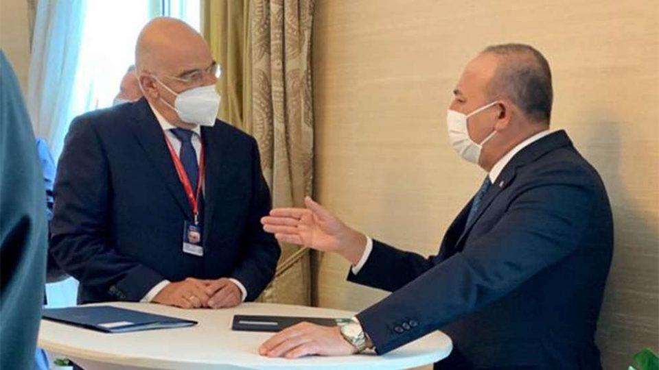 Οργιάζουν τα τουρκικά ΜΜΕ για την αντιπαράθεση Δένδια - Τσαβούσογλου