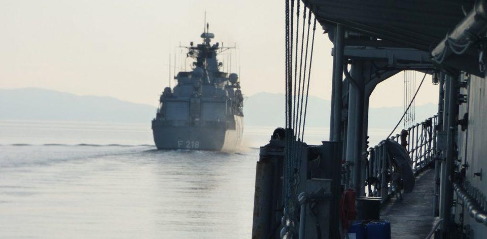 «Μπλόκο» από την Άγκυρα σε γερμανική φρεγάτα που επιχείρησε να ελέγξει ύποπτο για μεταφορά όπλων τουρκικό πλοίο