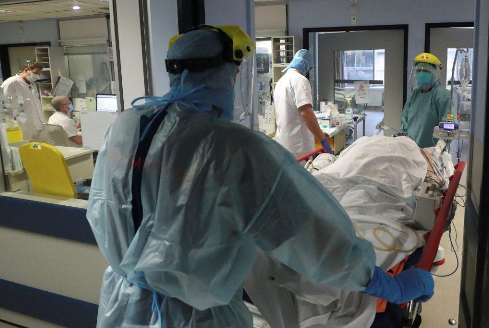 Κορωνοϊός και νοσοκομεία: Ξεκίνησαν οι πρώτες αεροδιακομιδές από τη Βόρεια Ελλάδα στην Αθήνα - Ασφυκτική η πίεση των ΜΕΘ