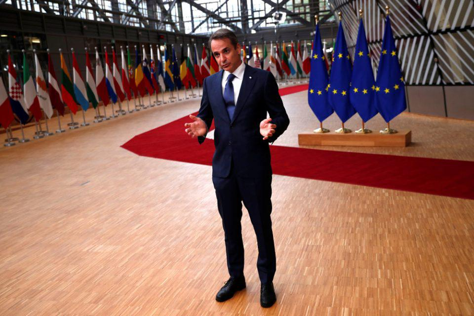 Politico: Πιστοποιητικό εμβολιασμού προτείνει ο Μητσοτάκης
