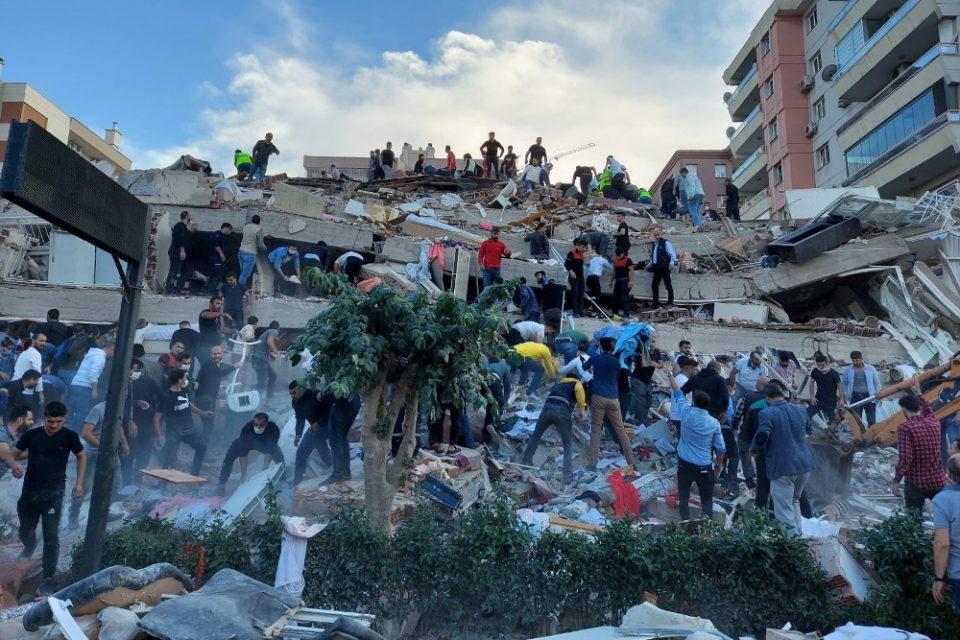Σεισμός - Τουρκία: Στους 25 οι νεκροί ενώ τα σωστικά συνεργεία συνεχίζουν τις έρευνες για επιζώντες