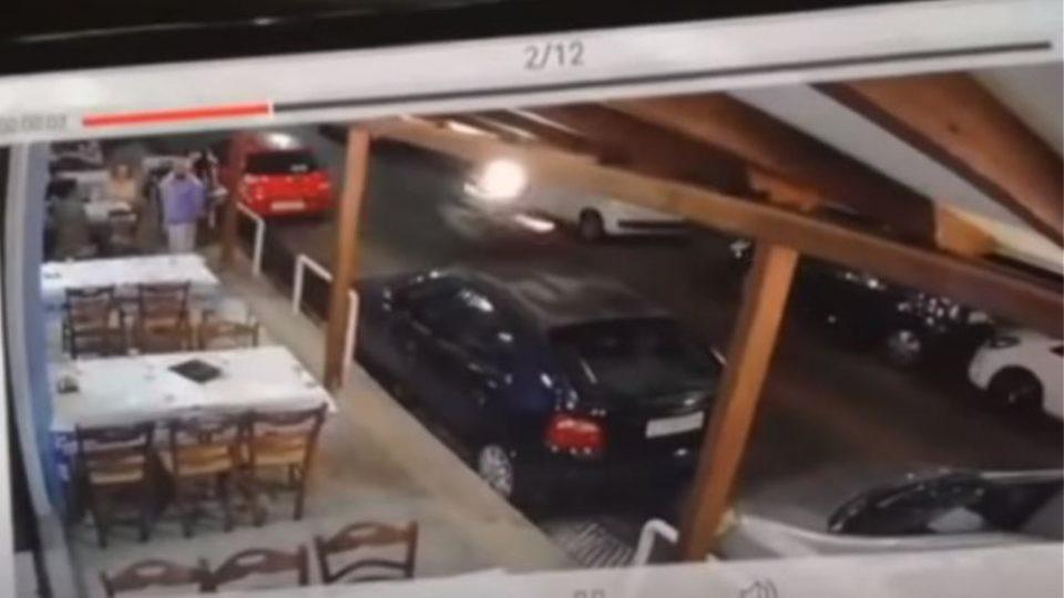 Βίντεο σοκ από το τροχαίο στην Νέα Ιωνία: Μηχανή παρέσυρε σερβιτόρο