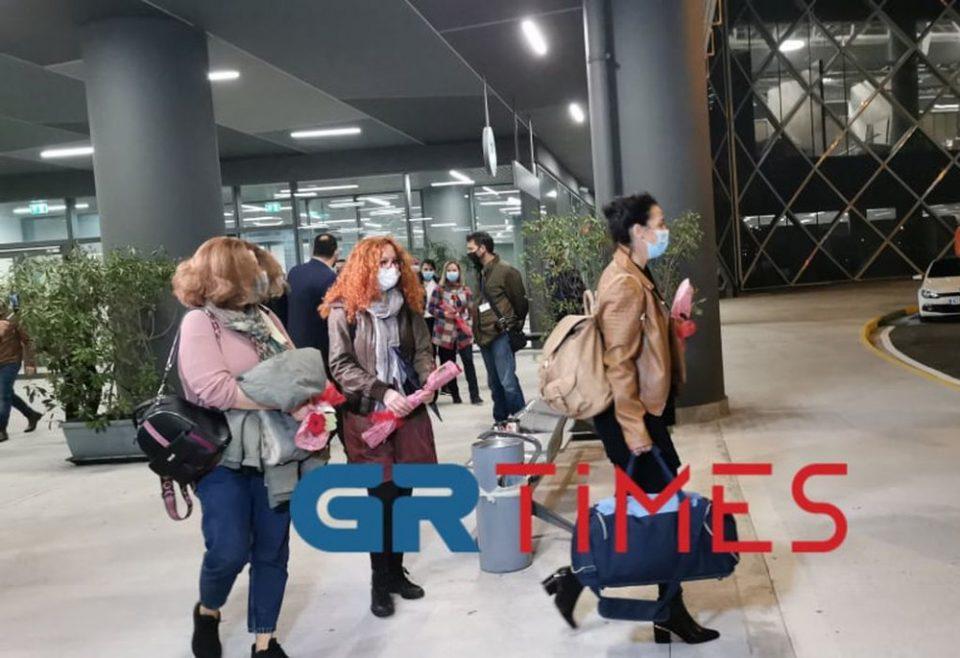 Έφτασαν στη Θεσσαλονίκη οι νοσηλεύτριες από την Κρήτη - Αποφασισμένες να μείνουν όσο χρειαστεί