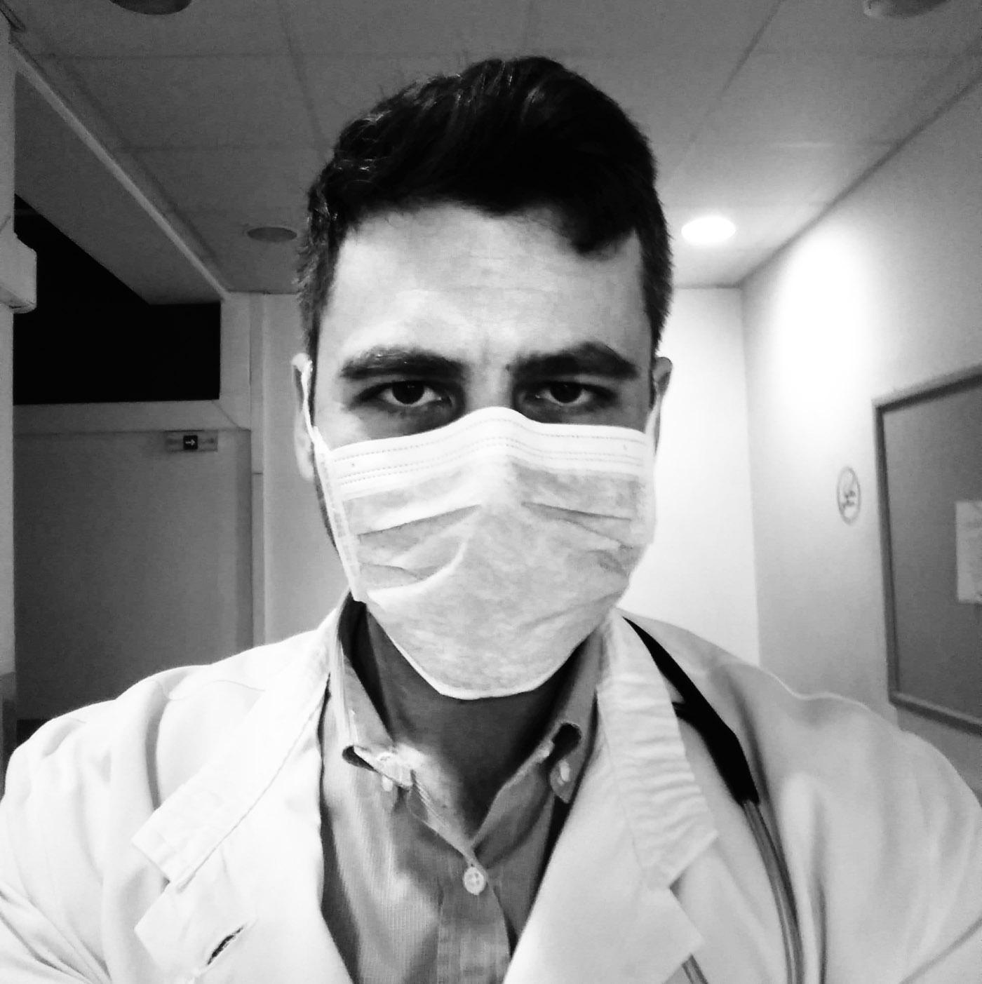 «Δεν υπάρχει χρόνος για κούραση και φόβο στον πόλεμο με τον ιό» λέει γιατρός που μιλά στον «Ε.Τ.»