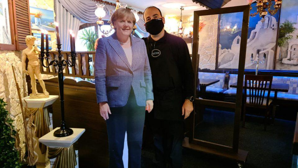 Γερμανία: Έλληνας εστιατόρας που λατρεύει τη Μέρκελ παρήγγειλε κέρινο ομοίωμα της στο Μαντάμ Τισό