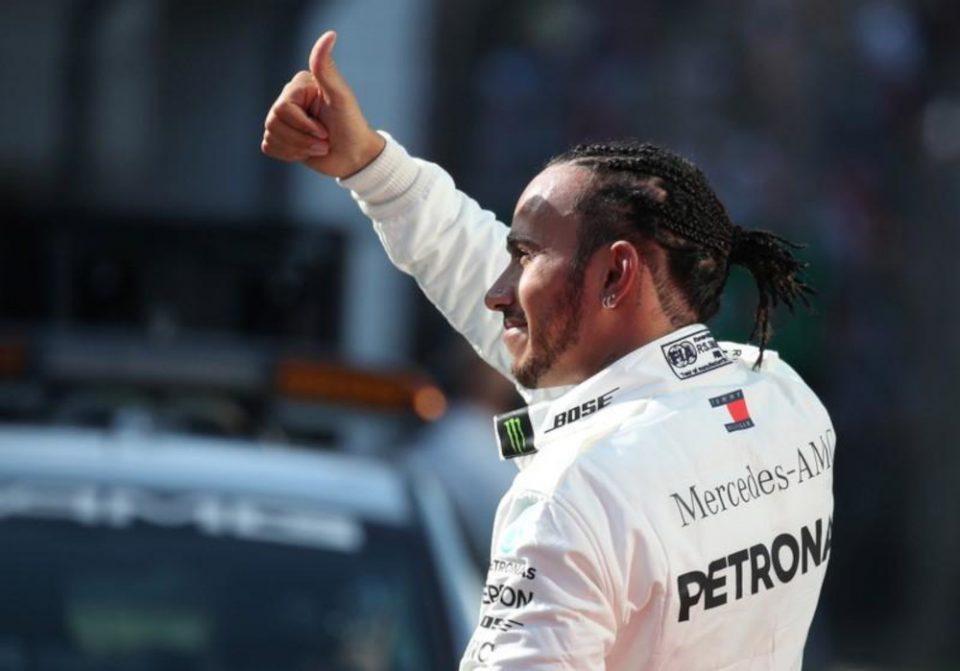 Λιούις Χάμιλτον: Υπέγραψε νέο συμβόλαιο για ένα χρόνο με τη Mercedes