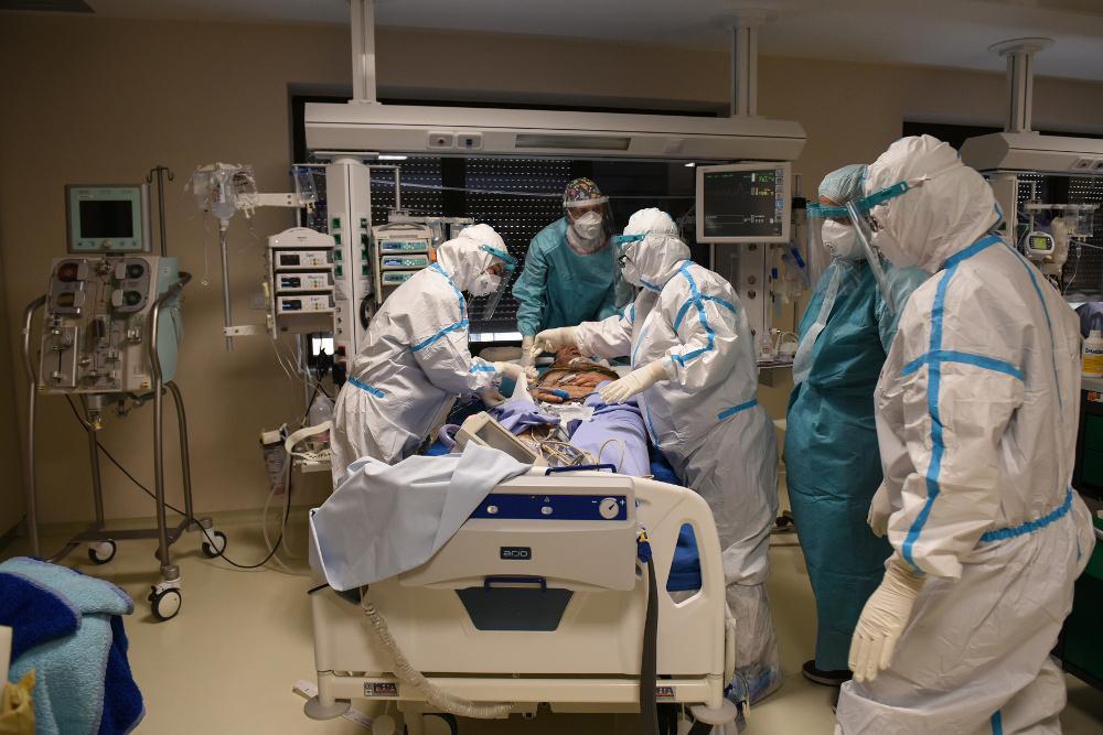 Κορωνοϊός: Πολύ συχνότερο το ντελίριο και το κώμα στους ασθενείς με Covid-19 στις ΜΕΘ
