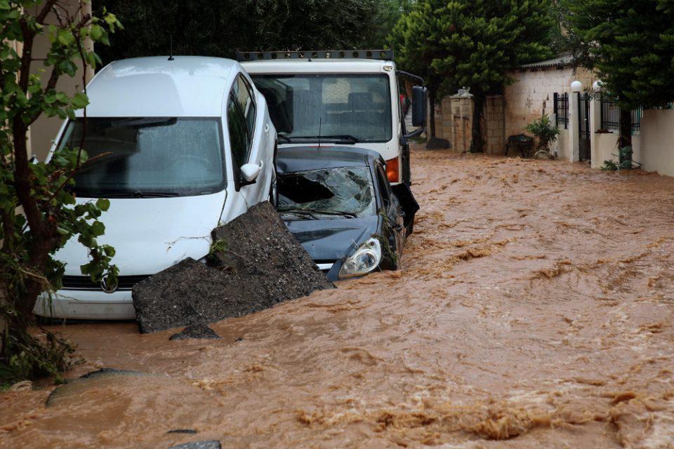 Σοβαρά προβλήματα από την κακοκαιρία στη Χερσόνησο: Απεγκλωβισμοί πολιτών - Συνεχείς εκκλήσεις για αποφυγή μετακινήσεων