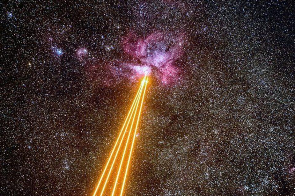 Διαστημικός… «πόλεμος» όπως το Star Wars: Η Γη «πυροβόλησε» με λέιζερ νεφέλωμα
