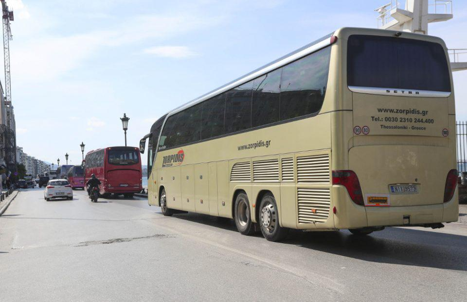 Έκτακτη επιδότηση και για τα ακινητοποιημένα τουριστικά λεωφορεία