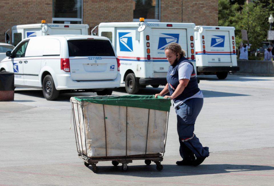 ΗΠΑ-εκλογές: Δικαστής διέταξε τα Ταχυδρομεία να ερευνήσουν αν «ξεχάστηκαν» ψηφοδέλτια