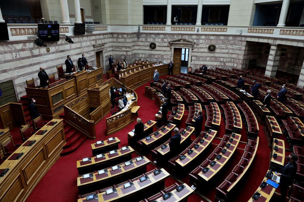 Μήνυμα εθνικής ομοψυχίας στη Βουλή: Ψηφίστηκαν επί της αρχής επέκταση στα 12 ν.μ. και Rafale