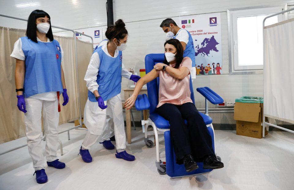 Κορωνοϊός - Εμβόλιο: Άρχισαν οι εμβολιασμοί στις χώρες της Ε.Ε. - Συνεχής ενημέρωση