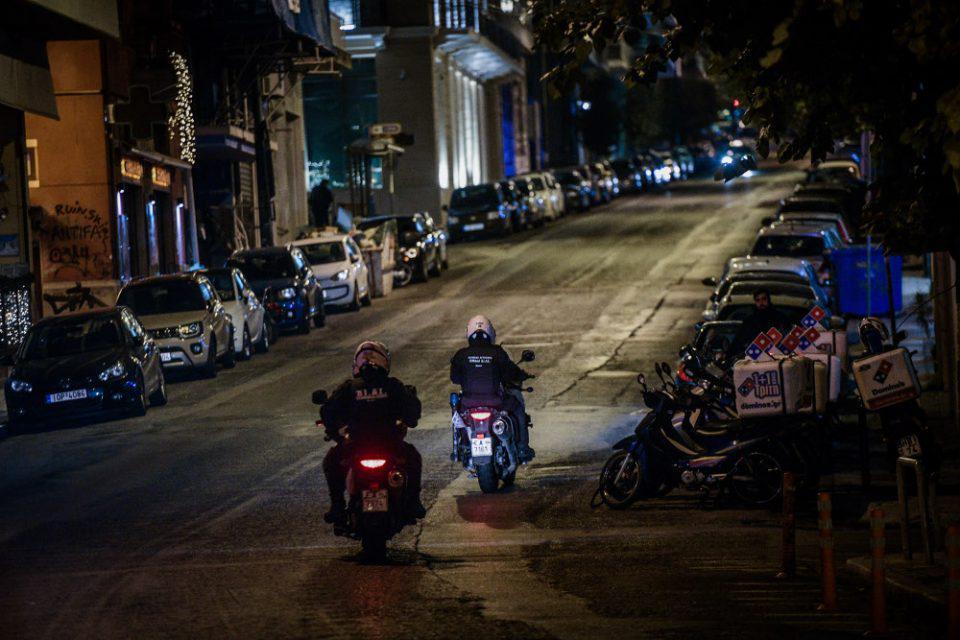 Χρυσοχοΐδης: Ενδεχόμενο για απαγόρευση κυκλοφορίας από 6μμ - Η αινιγματική δήλωση