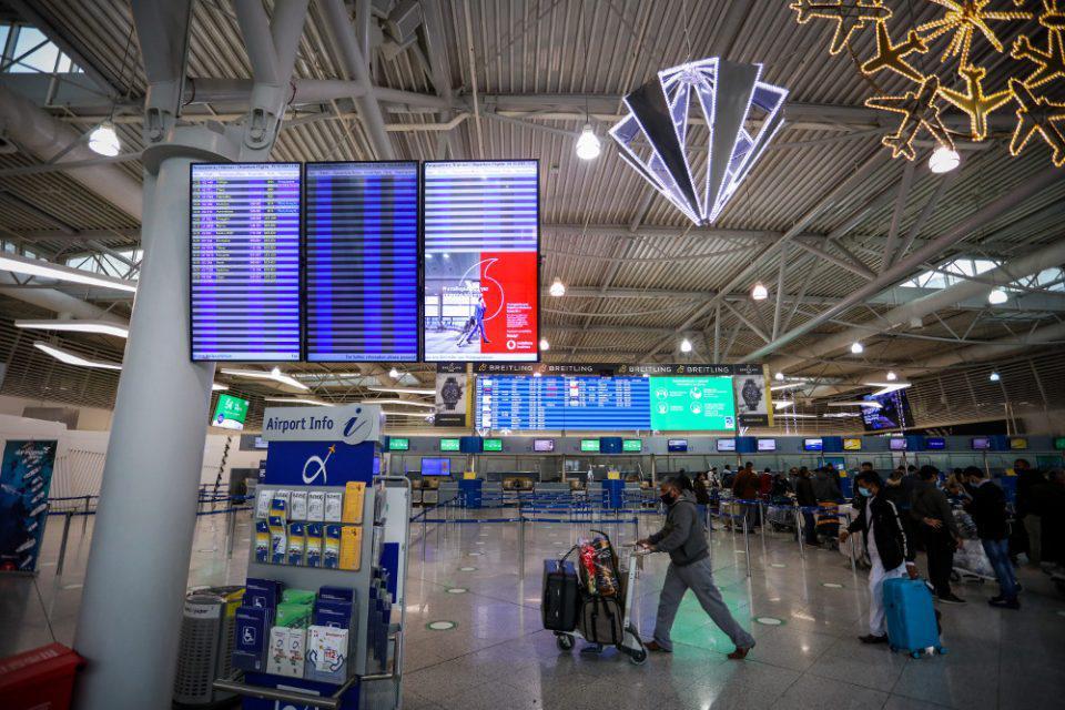 Μειώνεται η υποχρεωτική καραντίνα στις 3 ημέρες για όσους επιστρέφουν από το εξωτερικό
