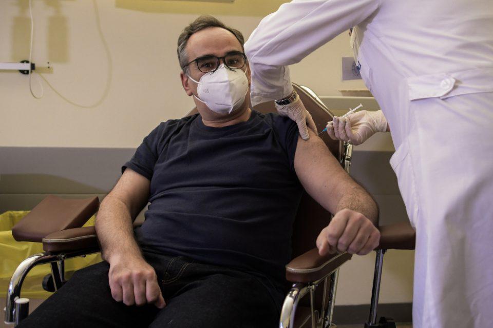 Κορωνοϊός - Ιωάννινα: Ξεκίνησε ο εμβολιασμός στο Πανεπιστημιακό Νοσοκομείο