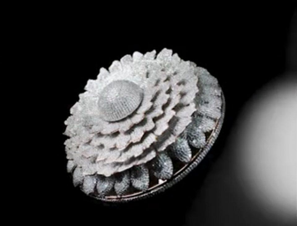 Ινδία: Ένα δακτυλίδι με 12.638 διαμάντια στο βιβλίο των ρεκόρ Γκίνες