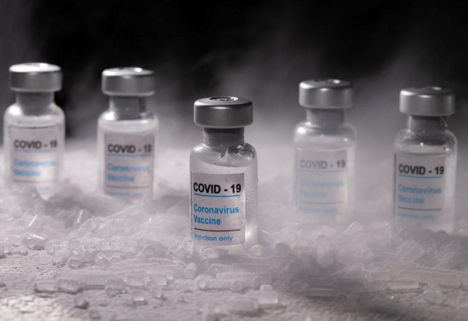Κορωνοϊός: Ελλείψεις απειλούν την παραγωγή των εμβολίων