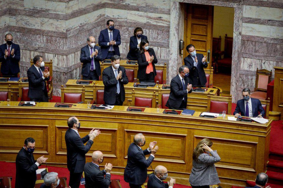 Υπερψηφίστηκε από τη Βουλή με 158 «ΝΑΙ» ο προϋπολογισμός για το 2021