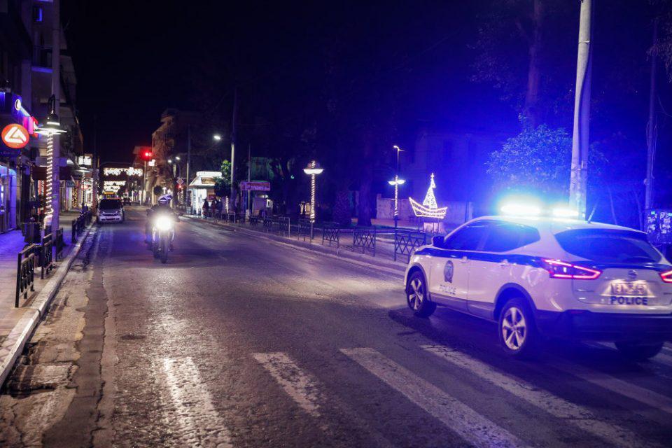 Έπιασαν γνωστό τραγουδιστή σε παράνομη λέσχη στην Κυψέλη παρά το lockdown