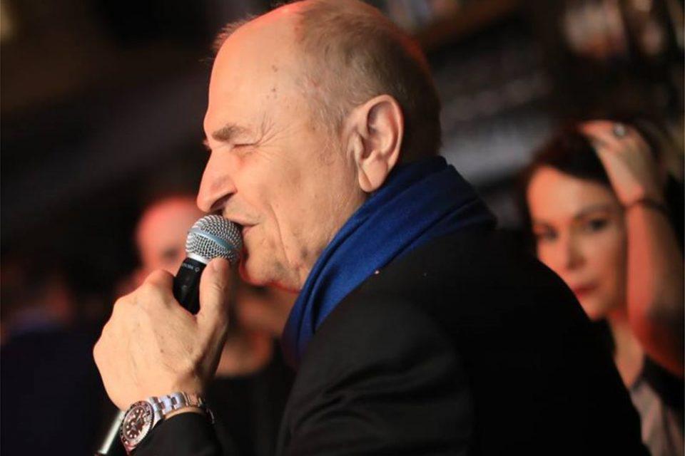 Κορωνοϊός: Πέθανε ο Χάρης Γαλανός, τραγουδιστής του Elysee