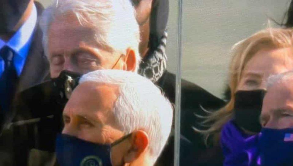 Χαμός: Ο Μπιλ Κλίντον κοιμήθηκε κατά την ομιλία Μπαίντεν