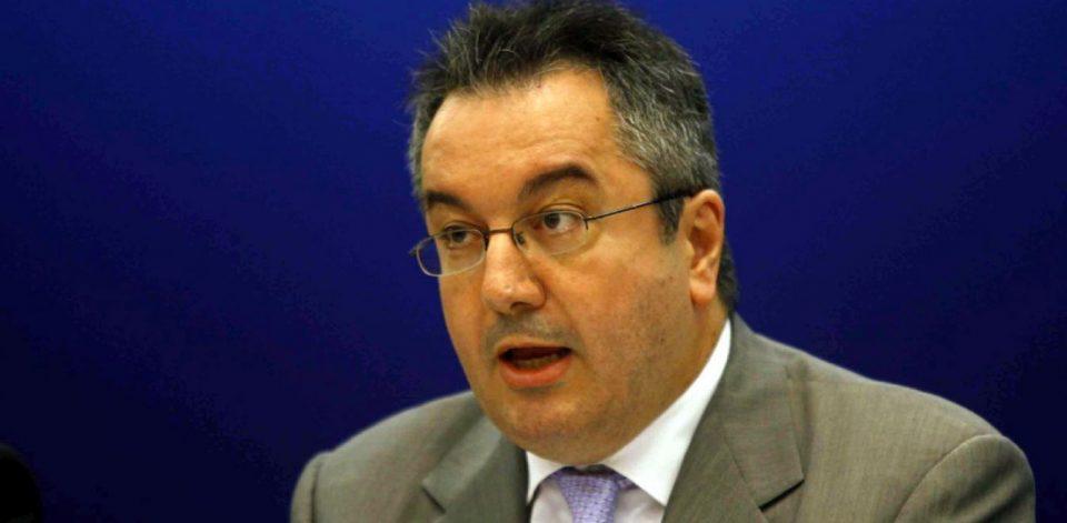 Κορονοϊός: Ο καθηγητής Ηλίας Μόσιαλος προειδοποιεί – «Αυτοί είναι οι κίνδυνοι από τις ελευθερίες που έχουν οι εμβολιασμένοι»